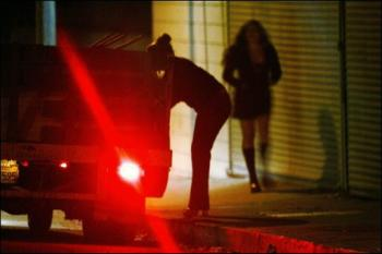 Crise: casadas e casados prostituem-se para pagar dívidas