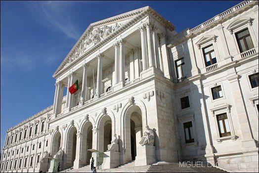 """Partidos políticos estão """"isentos"""" de IMI, IUC e outros impostos"""
