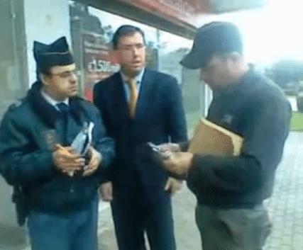 Cliente do Santander Totta foi atendido na rua porque estava mal vestido