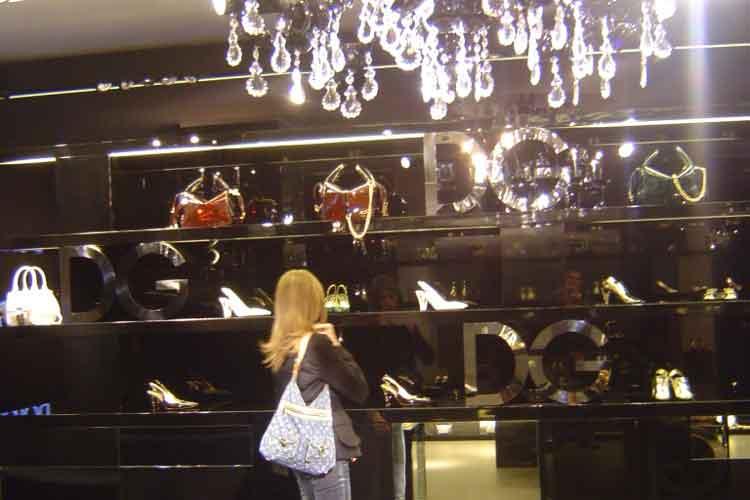 De compras en Milán con Tu Gran Viaje. Shopping en Millan. La flagship store de Dolce & Gabanna en Via della Spiga
