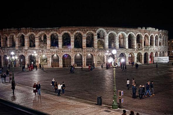 Exterior de la Arena Italia de Verona, Italia