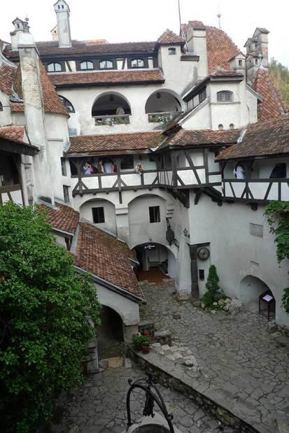 Patio del castillo de Bran, Transilvania, Rumanía