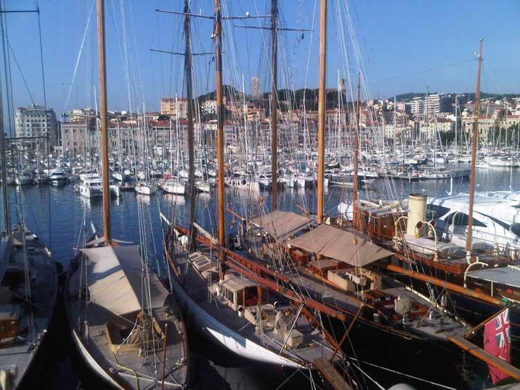 El barrio pesquero de Suquet conserva todo el sabor del Cannes más tradicional.