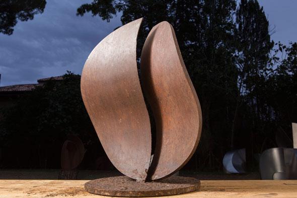 Amadeo Gabino y la muestra Metales Translúcidos, en la galería APGALLERY