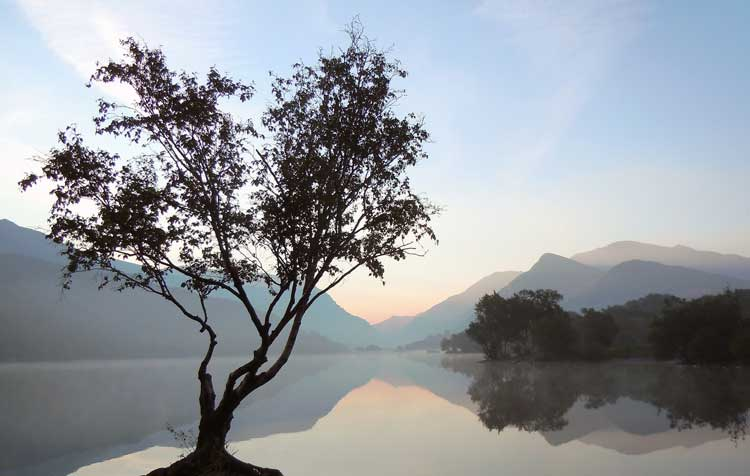 Amanecer sobre el lago Padarn. Foto Hefin Owen.