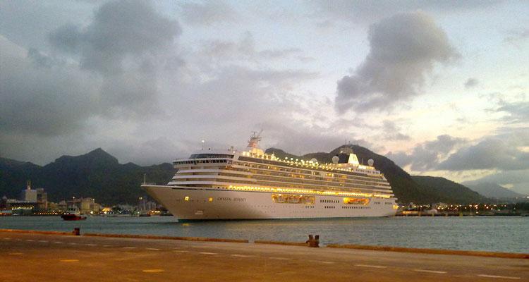 El crucero Crystal Serenity en Port Louis