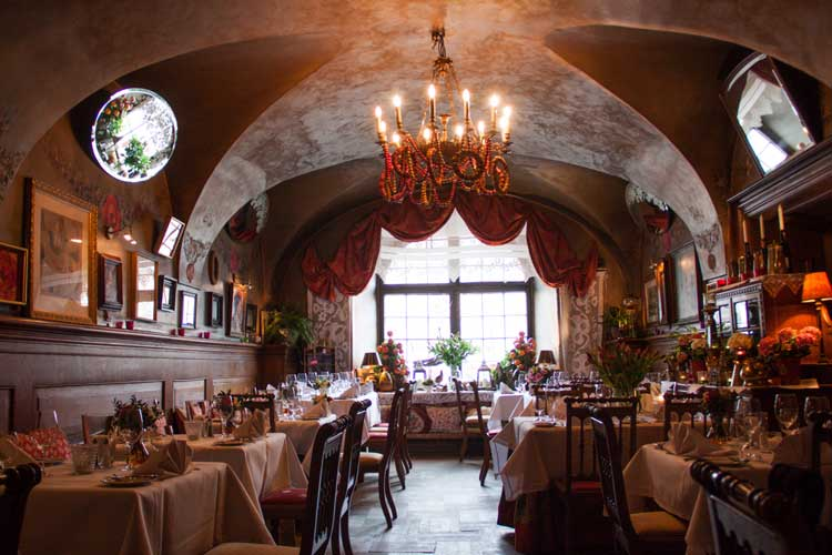 Salón del restaurante Ufukiera de Varsovia