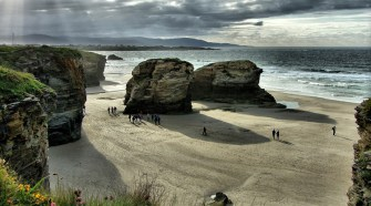 Playa de las Catedrales, Lugo. Foto CC 2.0 by José Luis Cernadas Iglesias | Viajar a la Mariña Lucense | Tu Gran Viaje