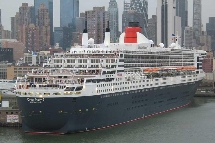 Queen Mary II atracando en Nueva York. Cruceros de Lujo en Tu Gran Viaje