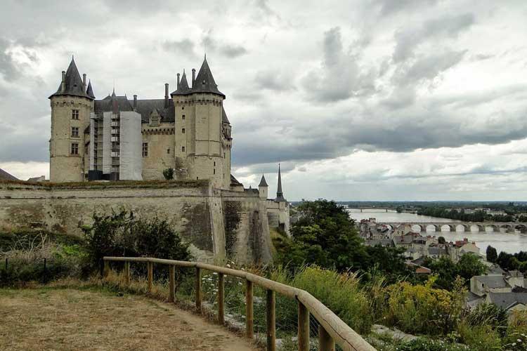 El Château de Saumer y el puente medieval. Foto CC Petrosyan. Tu Gran Viaje por el Valle del Loira