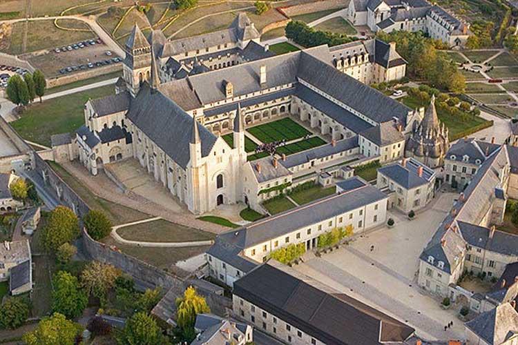 Vista aérea de la abadía de Fontevraud. Foto CC Pierre Maire. Tu Gran Viaje por el Valle del Loira
