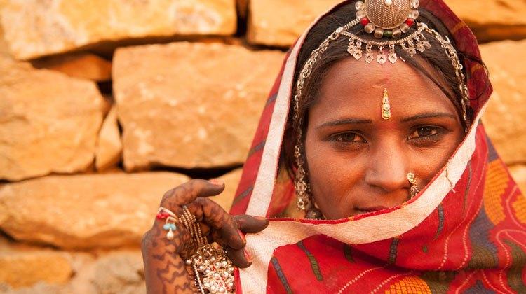 sandalo India. Foto Shutterstock. Tu Gran Viaje revista de viajes y turismo