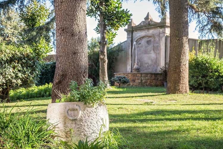 Detalle de los jardines del hotel Occidental Aurelia   Viajar a Roma en otoño   Revista Tu Gran Viaje