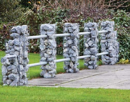 Mesh elements garden posts