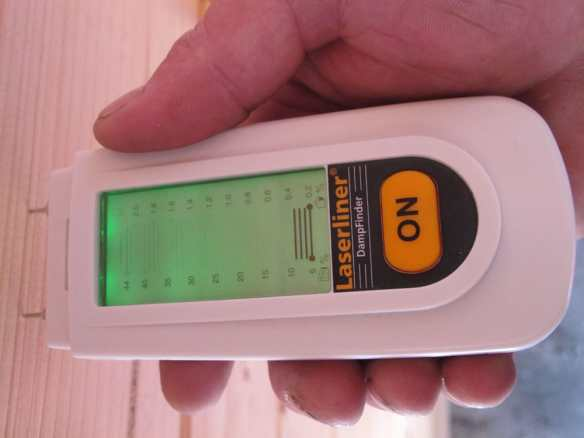 Big heat build up inside an unventilated log cabin means the moisture content has dropped to 9%