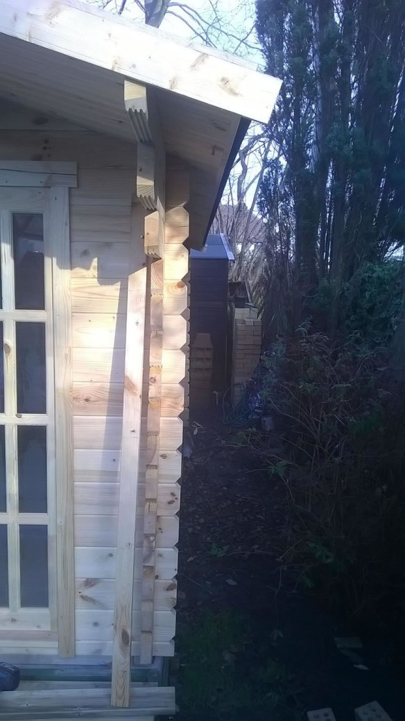 A very bad base causing the whole building to lean. This builder then cut the logs to make the windows straight!