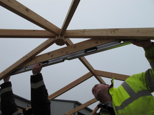 Additional bracing being fitted in the rectangular gazebo. Of the three size of screws we had in the fitting kit we're using the smallest ones.