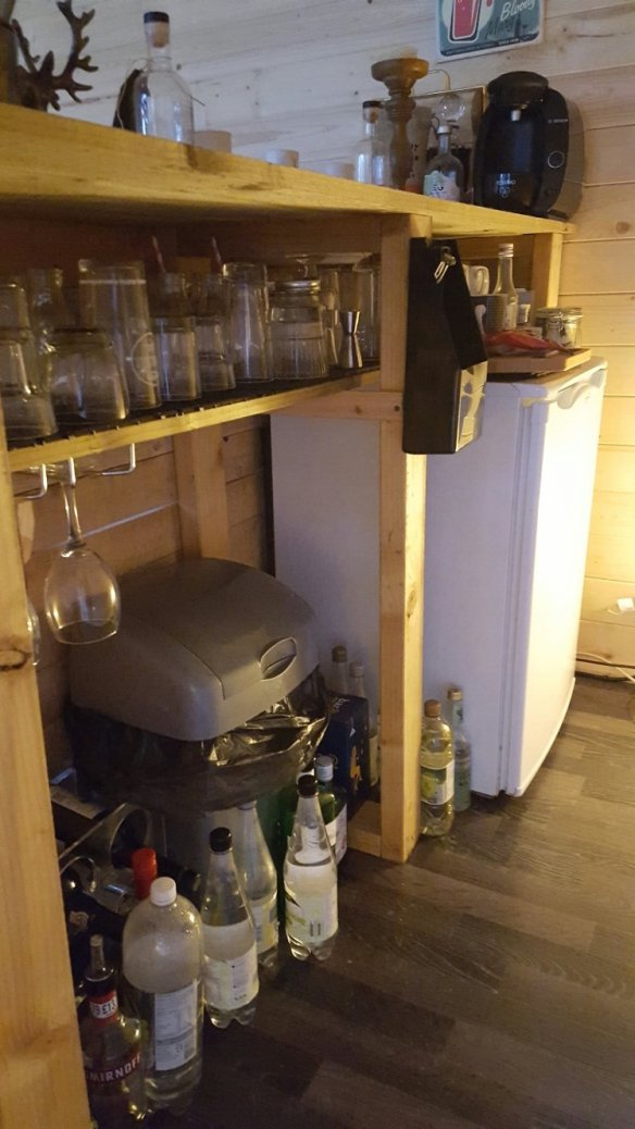 As well as the table he also made a functioning bar out of spare timber and the pallet.
