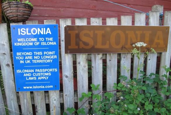 The Islonia boarder