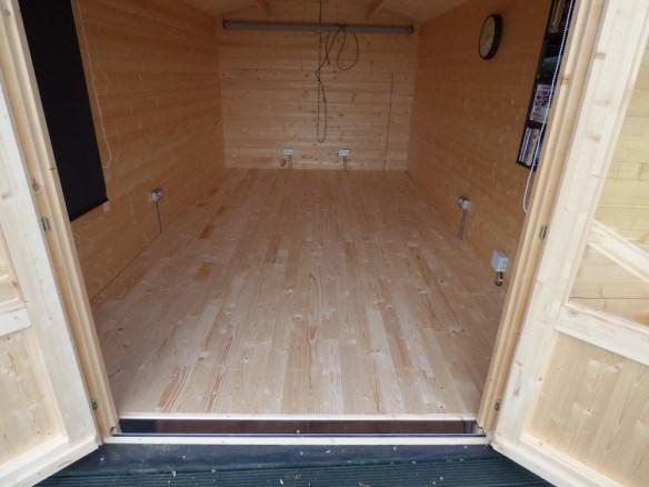 insulated-log-cabin-floor-2