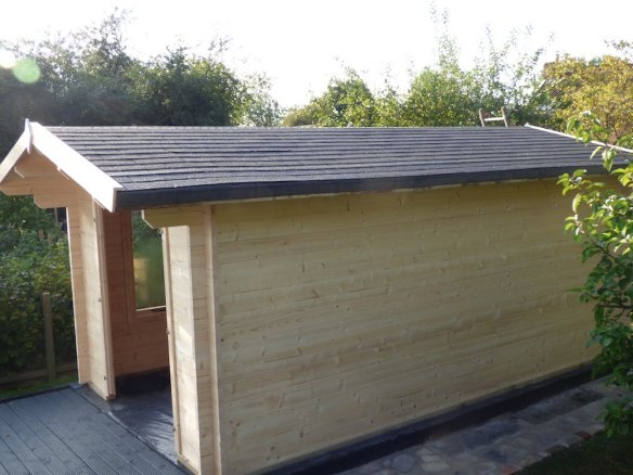 Insulated roof on the Julia log cabin