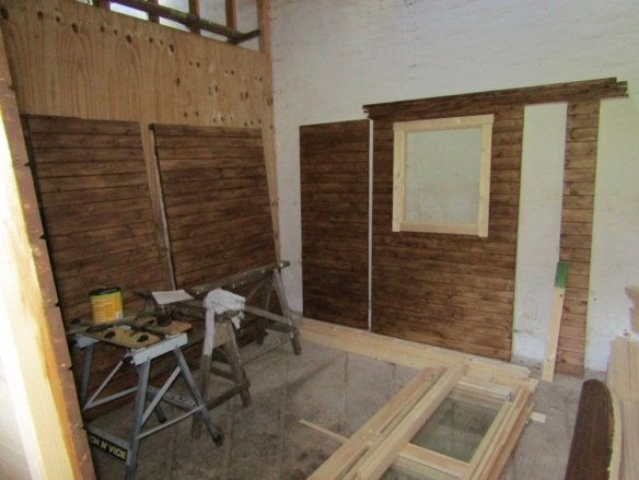 Shepherd Hut Deluxe - Staining