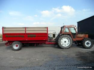 Traktor met aanhangwagen