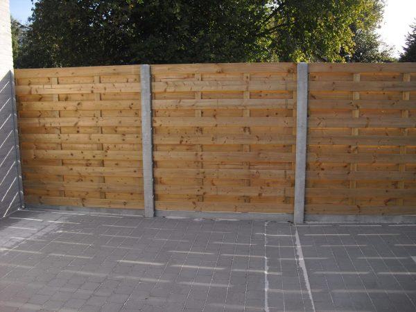 afsluiting met houtenschermen