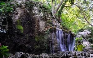 Argiroupoli - mały wodospad w jednej z Tawern