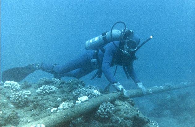 plongeur-avec-cable-sous-marin