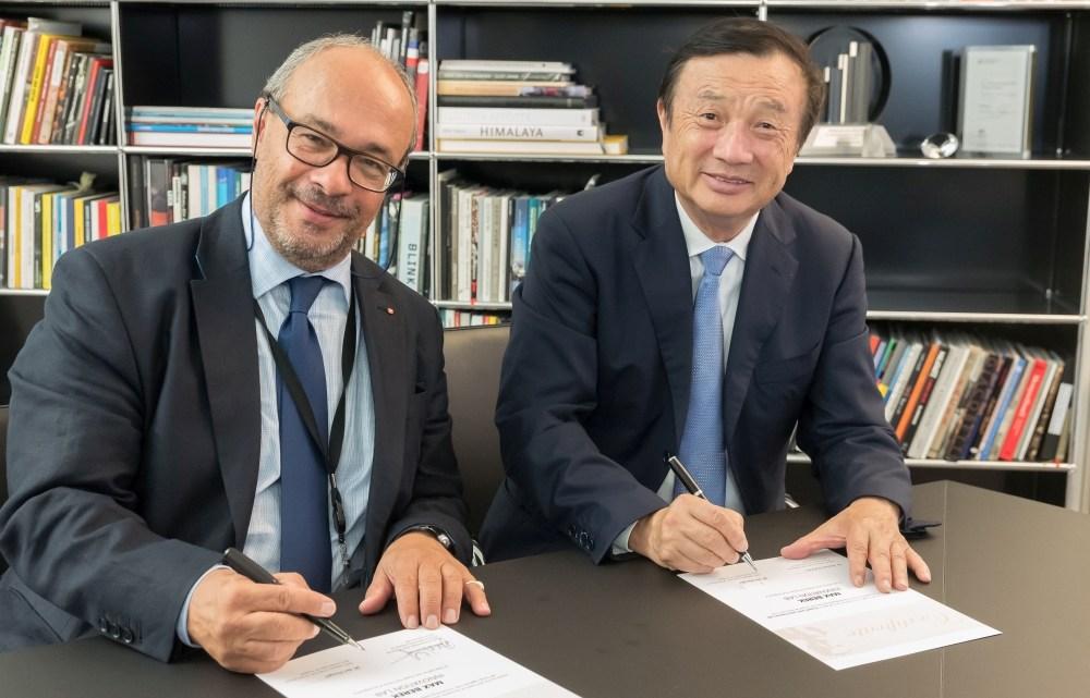 Max Berek Innovation Lab_ Signing_Ren Zhengfei_Dr Kaufmann