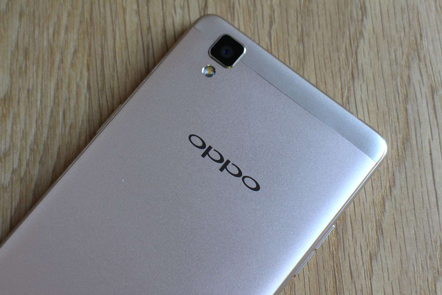 oppo-f1-top-back-angle-1500x1000