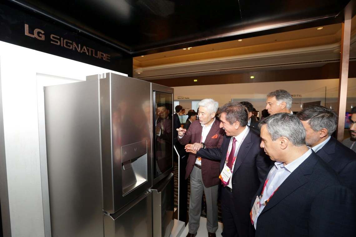 3. Kevin Cha, Presdient, LG Electronics, MEA showcases LG's latest line-up of H&A products to visitors at Innofest 2017