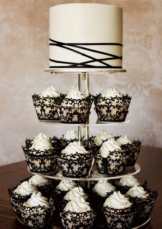 Classic Black and White Winter Wedding Color Scheme   Tulle         Black and White Ribbon and Lace Wedding Cakes