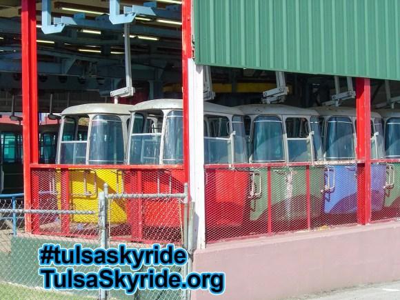 Tulsa Skyride: Gangloff cabins in original Von Roll factory color scheme