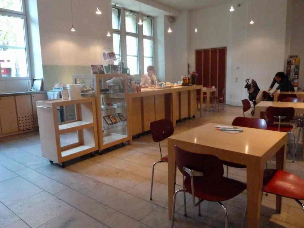 Nowoczesny Kościół-Kawiarnia w Dusseldorfie