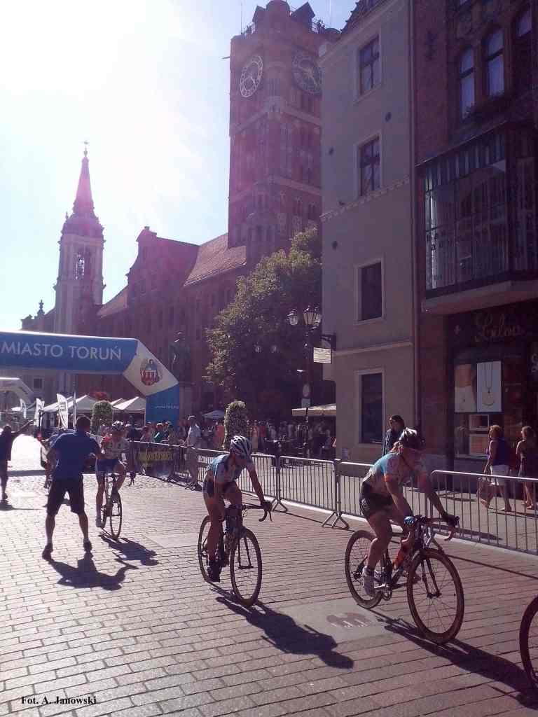 Peleton 04072015 lipiec lipca czwarty wyścig tor zawody puchar mistrzostwa konkurs bieg start meta mecie na starcie otwarcie biegu Toruńskiego