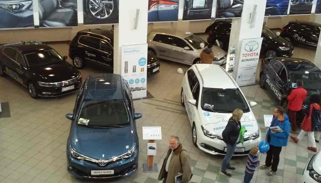Targi Samochodowe Toruń 10.10.2015 Car Show Automobile Fairs Poland vehicle Volkswagen VW Toyota Bydgoszcz