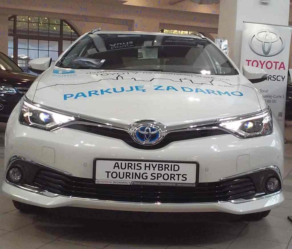 Targi Samochodowe Toruń 10.10.2015 Car Show Automobile Fairs Poland vehicle centrum wystawiennicze toruńskie Toyota Auris