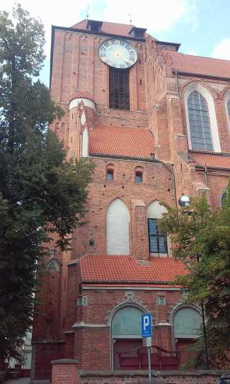 bazylika-katedralna-swietych-jana-chrzciciela-i-jana-ewangelisty-w-toruniu-gotycki-ceglany-kosciol-dawna-fara-torunskiego-starego-miasta-torun