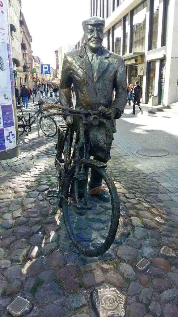 Rower Rover Land Poznań Polen auto starówka kino film cinema bicycle Poland old town turist tourist Posen