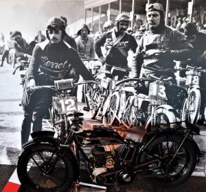 Le Mans Circuit tour rally cars bicyclettes bicycles motors aumototive automobile history wyścigi film hours France heures godzin