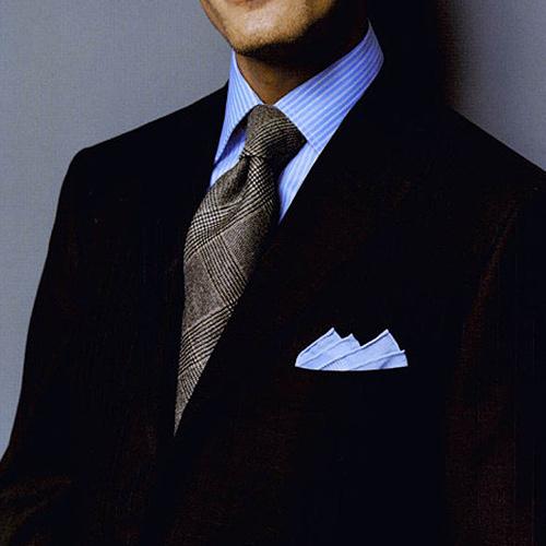 グレンチェックタイ×ブルーストライプシャツ×黒スーツ