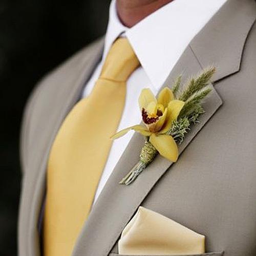 黄色の無地ネクタイ