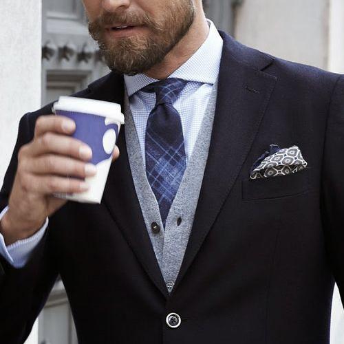 チェックタイ×グラフチェックシャツ×黒スーツ