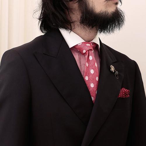 ピンクネクタイとブラウンのジャケット1