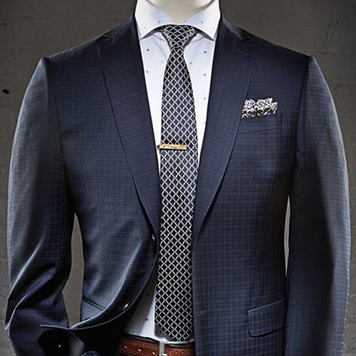 紺ネクタイと紺スーツ