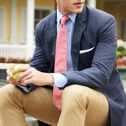 ブルーシャツとピンクドットネクタイ