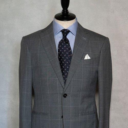 ブルーシャツに合う紺ネクタイ