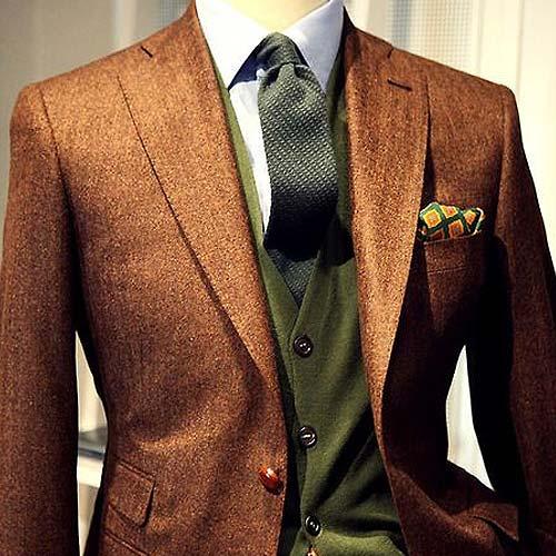 ダークグリーンのネクタイ